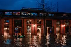 Boat Selfie (Tobias Scharnberg) Tags: hamburg fischmarkt fischauktionshalle sturm sabine storm elbe sturmflut