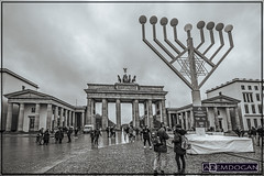 BRANDENBURGER TOR (01dgn) Tags: brandenburgertor berlin almanya deutschland germany travel hauptstadt streetphotography perspective bw sw sb wideangle weitwinkel canoneos77d