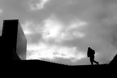 Facing the tower (pascalcolin1) Tags: photoderue homme man streetview urbanarte noiretblanc blackandwhite photopascalcolin tour tower ciel sky nuages clouds lumière light ombres shadows canon canon50mm 5omm