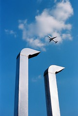 (winn s) Tags: candid plane summicron 50mm portra400 kodak portra streetphotography leicasociety leicafilm leica