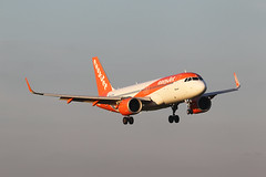 G-UZHJ Airbus A320 251 NSL Easy Jet Airline (Barry Swann) Tags: airbusa320 photography aviationphotography sigma canoncamera canon finals touchdown aircraftlanding aircraft ltn mag man manchesterinternaionalairport manchester luton easyjet airbuslovers airbus coldweather sigma60600 coldmorning sharklet winglet
