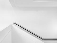 auf und ab (tan.ja1212_2.0) Tags: treppe treppenhaus stairs stairwell highkey schwarzweis blackandwhite geländer railing