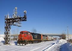 CN 373 (Michael Berry Railfan) Tags: cn373 cn canadiannational train freighttrain ge generalelectric dash8 dash840cm cn2449 cn2425 winter snow montreal montrealsub dorval
