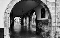 jlvill  263 Ausencia de color  #  14  ( Arcada ) (jlvill) Tags: ciudad urbana pasaje arcos arcada arquitectura blancos negros