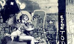EVADE TODO (jpi-linfatiko) Tags: nikon d7200 sigma1770 calle street city ciudad graffiti grafiti urbana urban urbano exterior murallas muros mensajes messages protest protesta
