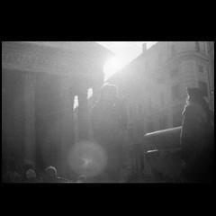 ritratto della fidanzata (Zabbio) Tags: olympusom1 ilford ilforddelta400 expiredfilm developedathome rodinal film pellicola analogic roma italy streetphotography saulleiterinspired