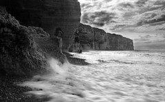 Normandy - Etretat - pebble beach - 2006 - Zeiss Ikonta made in 1930 (clic.clac75) Tags: normandy etretat zeiss ikonta tessar
