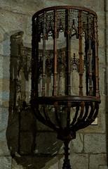 Monasterio de Guadalupe (Cáceres) un púlpito (José Luis Esteve) Tags: guadalupe forja púlpito iglesia monasterio sombras reflejos viajes