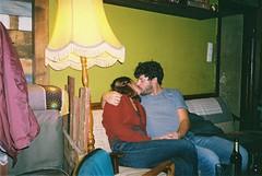 love is in the air (subway rat) Tags: 35mm analog film analogphotography filmphotography mjuii mju2 olympusmjuii olympus μmjuii fuji fujisuperia400 fujifilm berlin germany kreuzberg lovers bar couple ishootfilm filmforever filmisnotdead filmcamera shootfilm staybrokeshootfilm überalles