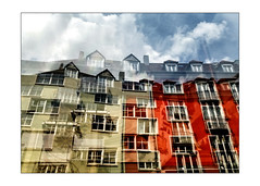 reflection's levels (Armin Fuchs) Tags: arminfuchs lavillelaplusdangereuse würzburg huawei smartphone architecture houses reflections sky clouds red blue