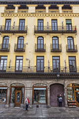 Caminando por la vida (lebeauserge.es) Tags: segovia españa ciudad calle plaza edificio historico historia