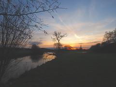 P2090153 (hlh 1960) Tags: landschaft landscape nature natur morning tree frühling wiese gras himmel sky sun sunrise sonne sol soleil sonnenaufgang atardecer farben colour fluss river blies wasser water