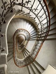 Das Ohr (Frank Guschmann) Tags: treppe treppenhaus staircase stairwell escaliers architektur stairs stufen steps escaleras iphone xr frank guschmann
