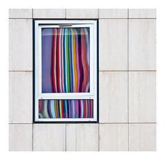 rideau de reflets (Marie Hacene) Tags: ladéfense moretti cheminée chat reflets urbain architecture