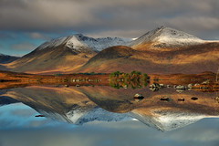 Double vision (images@twiston) Tags: lochannahachlaise rannochmoor doublevision mountains glencoe snow ice moody light loch lochan autumn moor moorland remote highlands scottishhighlands scotland mountain landscape patchwork dappled imagestwiston water blackmount a82 glaschoire nisi nisifilters gnd neutraldensity grad