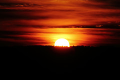 Here goes the sun (carlosgconde1) Tags: sol sun sole soleil atardecer sunset paisaje landscape
