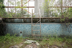 Désolation (Yannick Megard) Tags: abandoned abandon abandonné abandonnée abbandonato abbandonata ancien ancienne alone architecture piscine swimming pool swim explorationurbaine explore exploration exploring empty explo explored rust rusty ruins rotten room trespassing travel trip urbex urban urbain urbaine urbanexploration inexplore inside interior old past photography decay decaying derelict dust decayed dusty discover forgotten forbidden history lost light memories day nature naturel natural green moss grass verlassen closed creepy nobody neglected building leisure