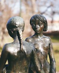 The sisters (gissberg) Tags: sonya7iii ilce7m3 fe2470f28gm uppsala stigblomberg sisters statue sweden uppland bokeh captureonepro20 stadsträdgården uppsalacitygarden