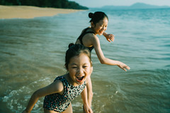 Happy Together. (MichelleSimonJadaJana) Tags: color sony ilce7rm4 a7riv a7r4 α full frame emount femount nex fe sel35f14z distagon t 35mm f14 za vsco documentary lifestyle snaps snapshot portrait childhood children girl girls kid jada jana phuket thailand