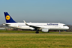 D-AIUY A320-214 cn 7355 Lufthansa 200207 Schiphol 1003 (Nikon Photographer NL) Tags: daiuy a320 airbus lufthansa schiphol dregister germany nikon d500 2020 aviation civil airliners commercial taxiwayv