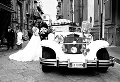 002148 (la_imagen) Tags: palermo sicily sizilien sicilya sicilia italy italia italien italya centrostorico sw bw blackandwhite siyahbeyaz monochrome street streetandsituation sokak streetlife streetphotography ‎strasenfotografieistkeinverbrechen menschen people insan wedding love