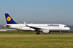 D-AIUY A320-214 cn 7355 Lufthansa 200207 Schiphol 1002 (Nikon Photographer NL) Tags: daiuy a320 airbus lufthansa schiphol dregister germany nikon d500 2020 aviation civil airliners commercial taxiwayv