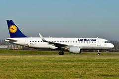 D-AIUY A320-214 cn 7355 Lufthansa 200207 Schiphol 1003 (Kodak 260) Tags: daiuy a320 airbus lufthansa 2020 schiphol taxiwayv nikon d500 civil aviation