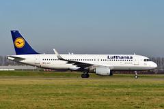 D-AIUY A320-214 cn 7355 Lufthansa 200207 Schiphol 1002 (Kodak 260) Tags: daiuy a320 airbus lufthansa 2020 schiphol taxiwayv nikon d500 civil aviation