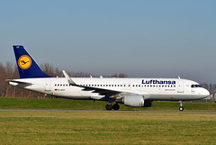 D-AIUY A320-214 cn 7355 Lufthansa 200207 Schiphol 1001 (Kodak 260) Tags: daiuy a320 airbus lufthansa 2020 schiphol taxiwayv nikon d500 civil aviation