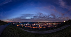 Die Rheinebene bei DUnkelheit (tankredschmitt) Tags: astronomie blauestunde burg dämmerung lichteffekte nachtaufnahme natur nightscape pfalz planet schriesheim stimmungen venus