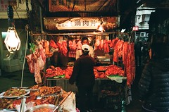 Meat Market Stall Taipei, Taiwan (0zufan) Tags: taipei market taiwan asia street shopping meat stall analogue film 35mm 135 contax contaxg1 28mm zeiss biogon contaxg28mmf28 wideopen