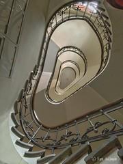 The Ear (Frank Guschmann) Tags: staircase stairwell escaliers architektur stairs stufen steps escaleras treppe treppenhaus iphone xr frank guschmann