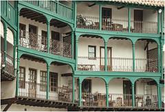 107- DETALLE DE UNA BALCONADA EN LA PLAZA MAYOR DE CHINCHÓN (Madrid) (--MARCO POLO--) Tags: pueblos plazas rincones balcones ventanas curiosidades