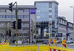 Wetzlar (Lahn), Blick auf ZEISS (bleibend) Tags: 2020 wetzlaranderlahn zeiss hessen wetzlar olympus1240mmf28 em5marki street deutschland