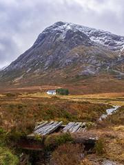 Buachaille Etive Mòr and Lagangarbh (Borderli) Tags: scotland glencoe buachailleetivemòr lagangarbh landscape bridge hill nature clouds nikon d750