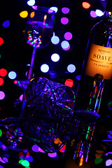 Spec (thor_thomsen) Tags: wine glass studio tabletop color lights night moody afterparty lounge chill spill icecubes