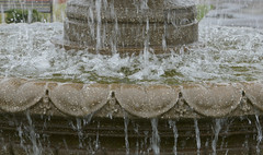Bubbling, noisy fountain (Monceau) Tags: bubbling noisy fountain water motion