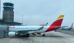 MAD (Cocoabiscuit) Tags: iberia espana spain mad cocoabiscuit airport cocoabiscuit'