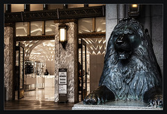 14ème jour / 14th day - Entrée de Mitsukoshi / Mitsukoshi entrance  - Tokyo (christian_lemale) Tags: mitsukoshi grand magasin principal chuoku tokyo japon japan nikon d7100 department store 東京 日本