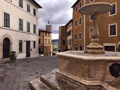 La place du village (Jolivillage) Tags: jolivillage village pueblo borgo toscane tuscany toscana chiancianoterme place plazza piazza fontaine fontana fountain italie italy italia europe europa picturesque geotagged