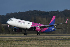 HA-LTA Airbus A321-231 EGPH 16-02-19 (MarkP51) Tags: halta airbus a321231 a321 wizzair w6 wzz edinburgh airport edi egph scotland airliner aircraft airlane plane image markp51 nikon d500 nikonafp70300fx sunshine sunny