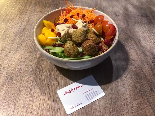 Healthy and vegan food at Italian restaurant chain Vapiano: salad bowl in a new version with falafel, hummus, veggies and mango