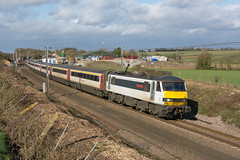90004 Haughley 17/02/20 - 90004 'City of Chelmsford' speeds past Haughley Junction on 17th February 2020. The 'Skodas' are on the demise along the GEML, with only 6 sets out today along with 321 and 745 units. (rhayward92) Tags: geml great eastern main line train rail railway uk photography greateranglia anglia greater 90004 class 90 haughley junction dagworth