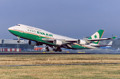 A05247_B-16403 Boeing 747-400 EVA Air At Asmterdam Airport (BOSCHH) Tags: ams airport amsterdam eham netherlands general military civil aviation aviationdaily aviationgeek canon fighter fighterjet flight fly air force airline airplane helicopter jet photo photography photos pilot plane planespotting sky spotting cockpit b16403 eva boeing 747400 747 744 7474e5