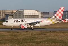 EC-NDG (Mathias Düber) Tags: volotea airplane airplanes flugzeug plane planespotter canon aircraft luftfahrt aviation planespotting spotting airbus planes boeing flugzeuge fokker cargo airlines businessaviation avionik airline airways runway taxiway terminal jetliner engine