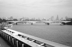Ricoh 500RF - Ilford FP4+ (8) (meniscuslens) Tags: thames london bridge river boats city vintage film camera 500rf ricoh ilford fp4 bw bnw mono monochrome