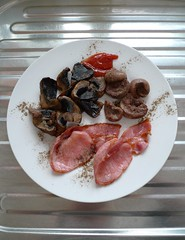 2020 0212 014 (LDLUX4) Lunch (Lucy Melford) Tags: leicadlux4 mushrooms kidneys bacon