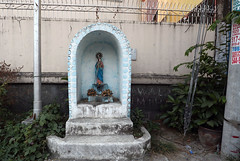 street side grotto (_gem_) Tags: quezoncity philippines metromanila manila city street urban grotto virginmary streetsidegrotto catholic statue religious