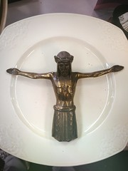 Food for our sins (Arne Kuilman) Tags: statue jezus beeld plate thriftstore religious