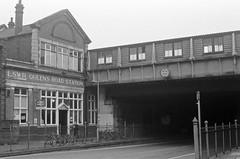 Queenstown/Queen's Road Station // Battersea // London (kjieiylv94) Tags: olympus om1 ilford hp5plus film blackandwhite london 35mm